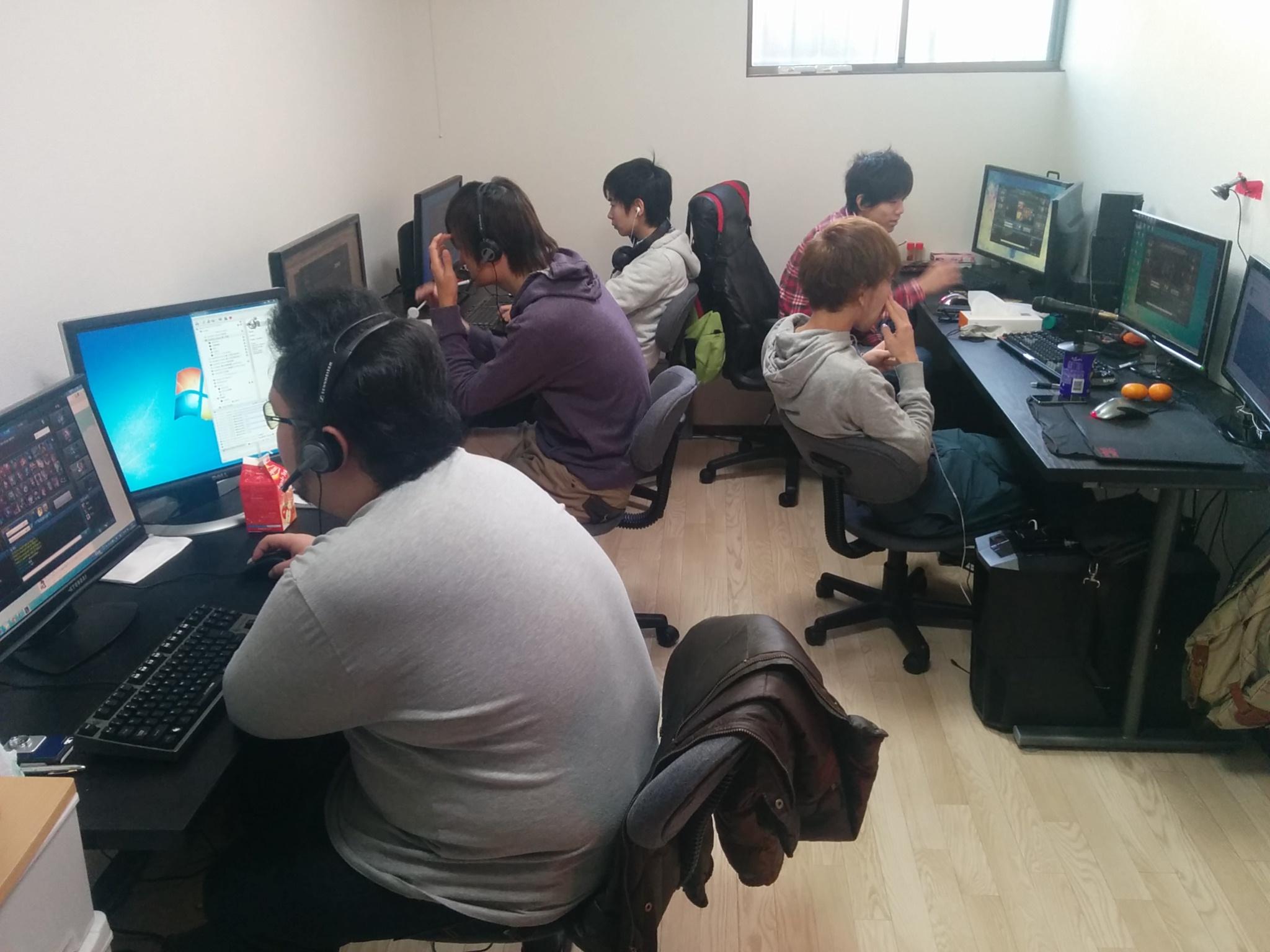 普段練習しているゲームルーム。オンライン戦の場合はここがそのまま真剣勝負の場となる。