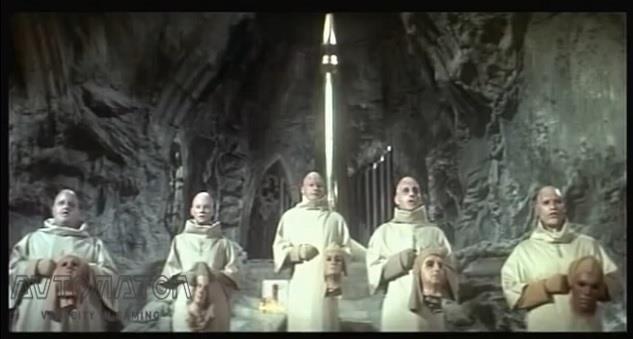 『続・猿の惑星』における核爆弾を崇めるミュータントたち。