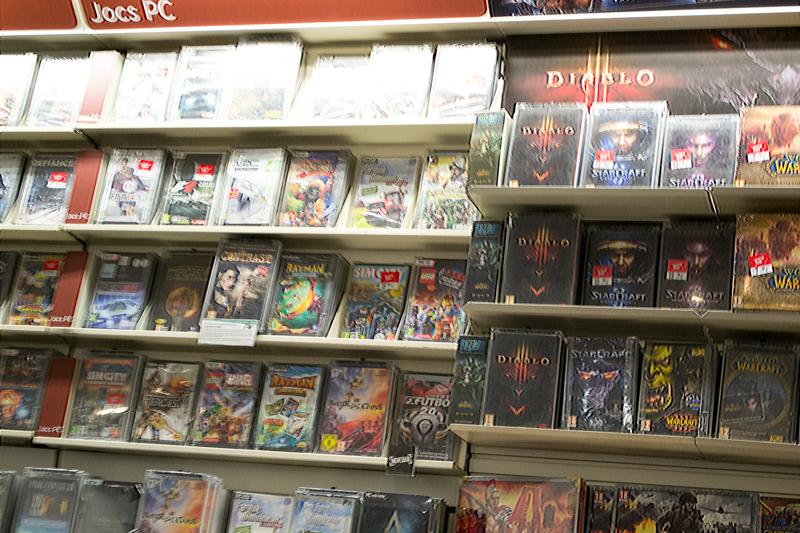 ショッピングモールの一角に燦然と輝く Blizzard コーナーが。PCゲームはここでしか見かけませんでした。