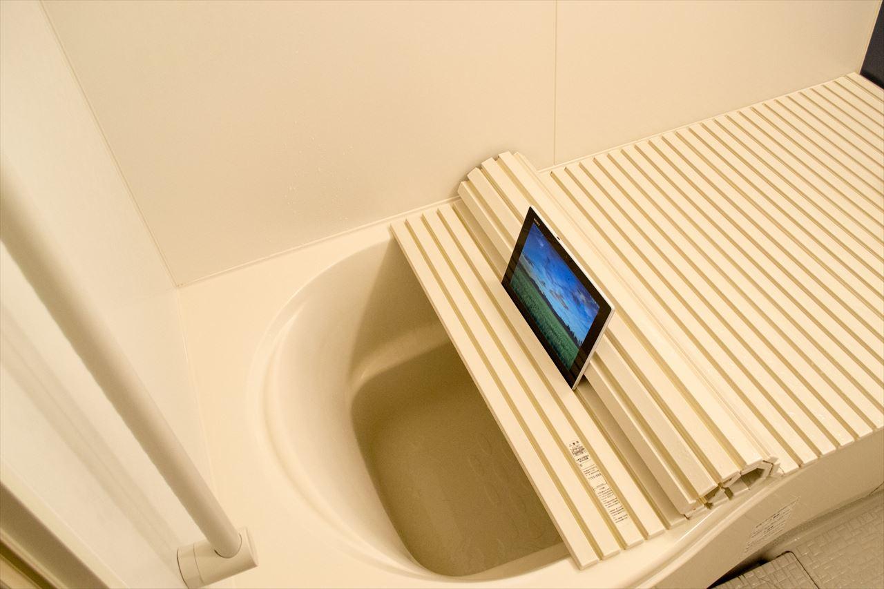 タブレットは防水ですが、カメラは防水ではないので湯はためていません。