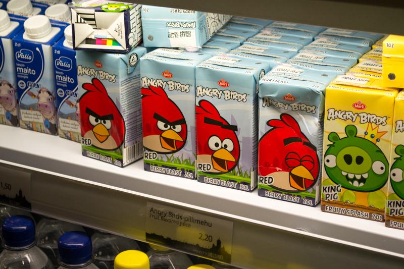フィンランドといえばこの怒れる鳥。味は普通のベリードリンクでした。消費税 20% 台というのもあってやや割高感があります。