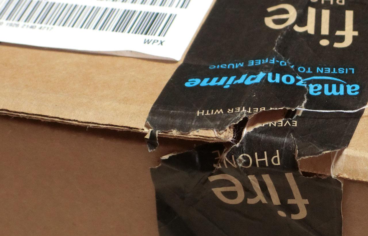 自宅到着時の包装。税関の確認で開封されていた。 ゆうメールの一部開封みたいなものと思えばよい。