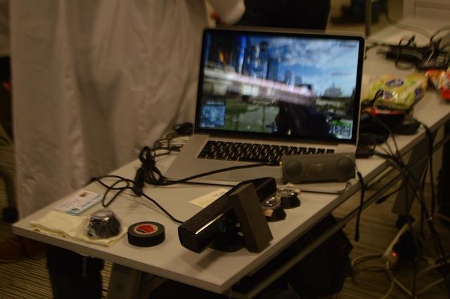 プレイしたタイトルは『Battlefield 4』。すでにクリアした筈が実際に身体を使って遊ぶと全く違うプレイフィーリングに