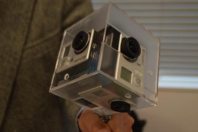 撮影に使ったカメラ機材の1つ。ウェアラブルカメラである GoPro3 を複数使用しており、これで360度を全て一度に撮影できる