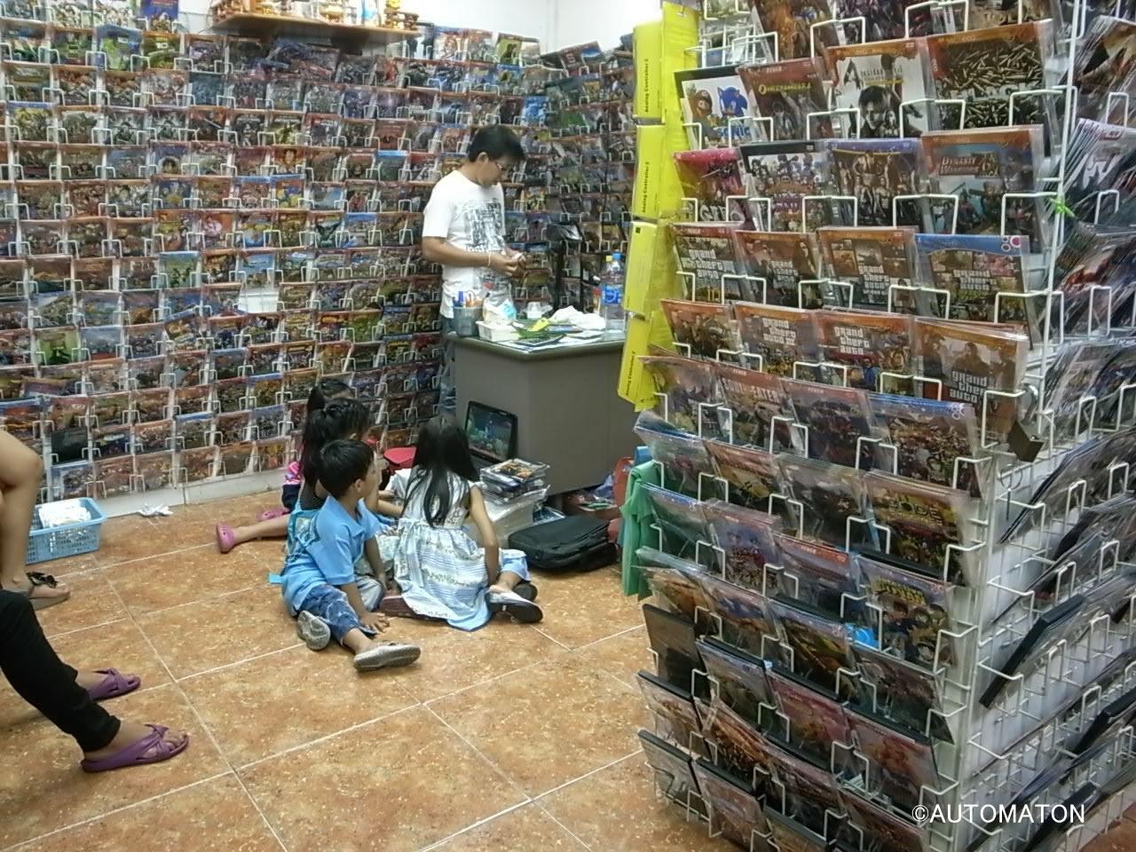 サパーンレックの典型的なゲームショップ。子供たちにも大人気!