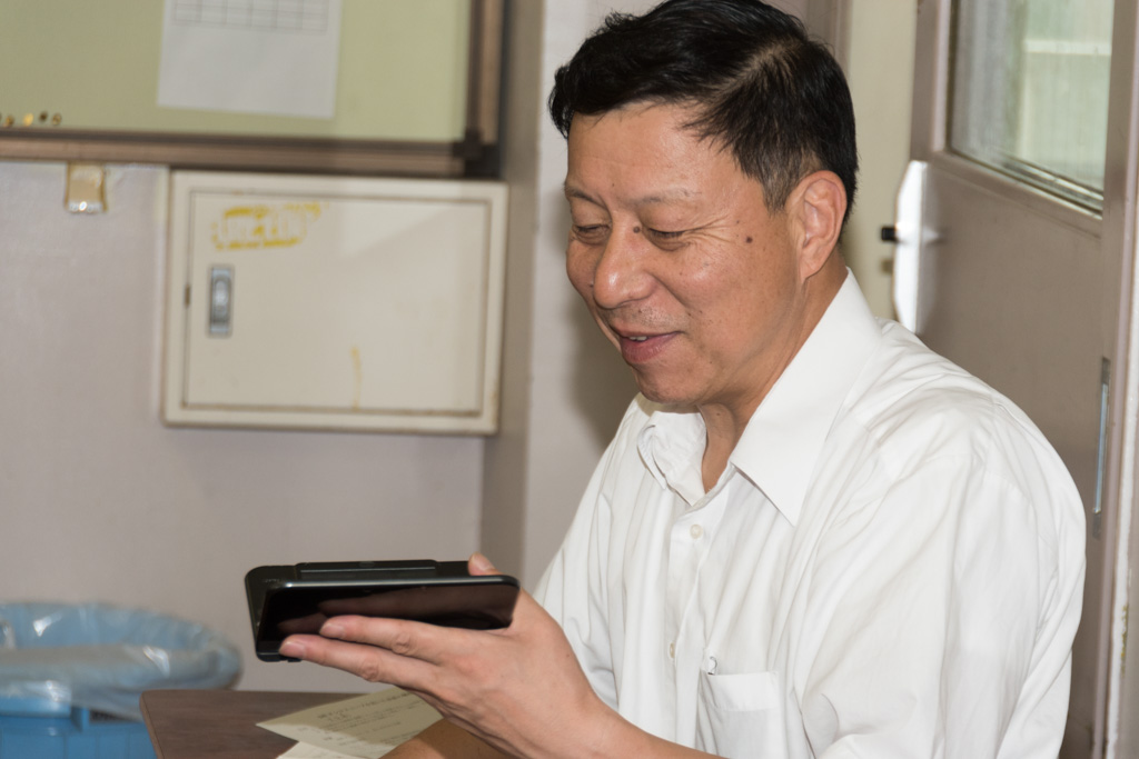 校長の中村泰孝先生も生徒に混じって『プチコン3号』を体験