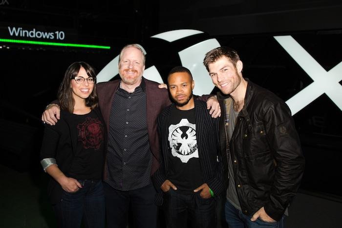 Rod Fergusson氏(左から二番目)と『Gears of War 4』メインキャスト。