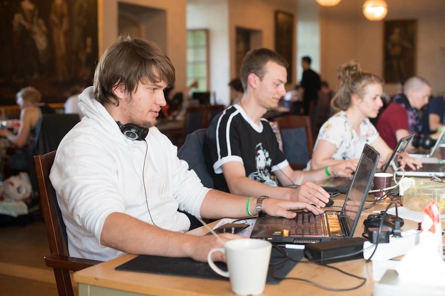 スウェーデンのエレブルー城で開催されたCastle Game Jam 2016の様子