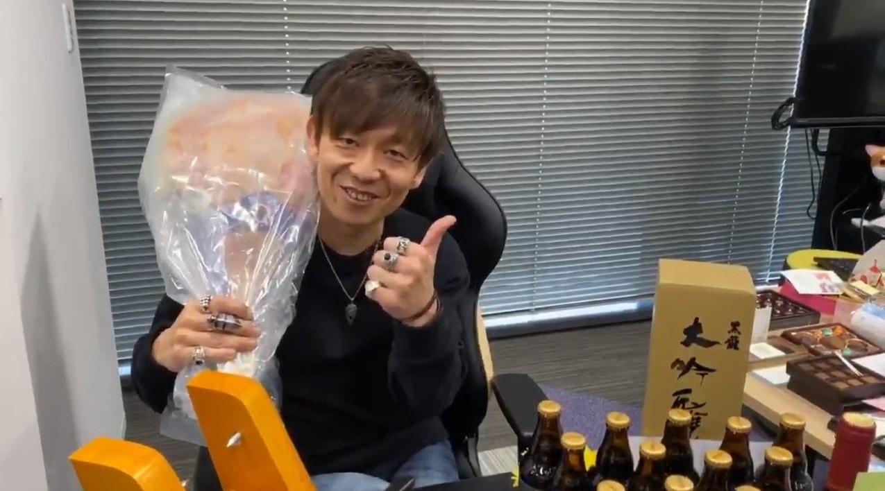 """『FF14』バレンタインで吉田P/D宛に""""生ハム原木""""を贈るユーザーが現る。アルバートへの愛が生んだ強烈すぎ..."""